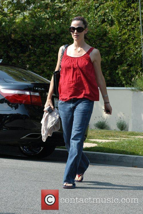 Jennifer Garner leaving her friend's house