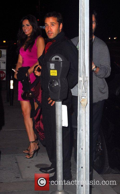 Jeremy Piven outside a restaurant with friends