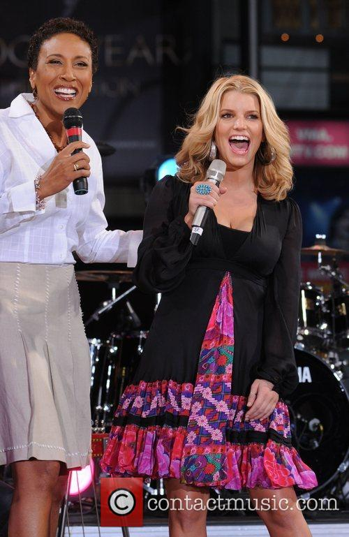 Robin Roberts and Jessica Simpson 3