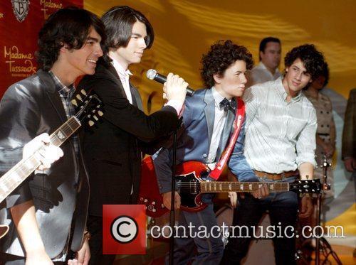 Joe Jonas and Nick Jonas 4