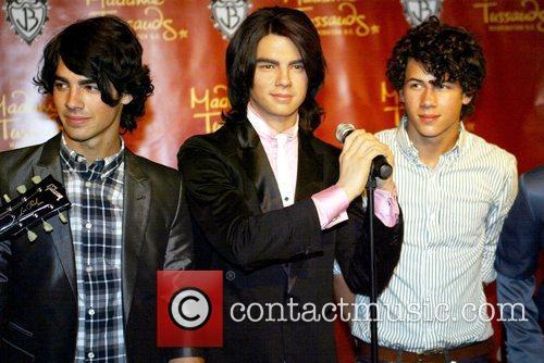 Joe Jonas and Nick Jonas 1