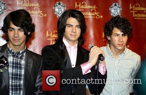 Joe Jonas and Nick Jonas 5