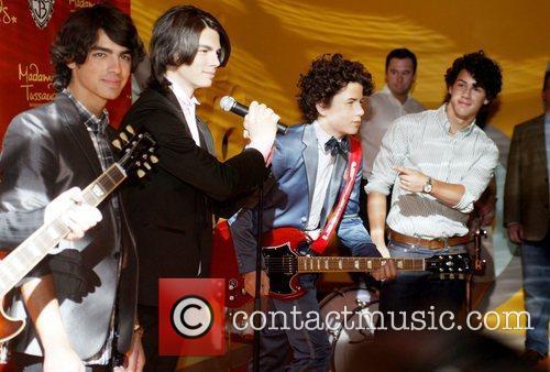 Joe Jonas and Nick Jonas 2