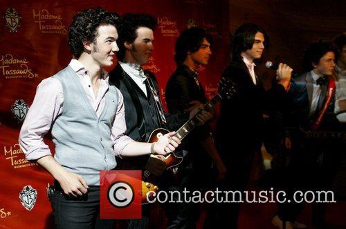 Kevin Jonas, Joe Jonas and Nick Jonas 5