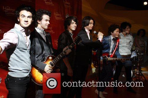 Kevin Jonas, Joe Jonas and Nick Jonas 7