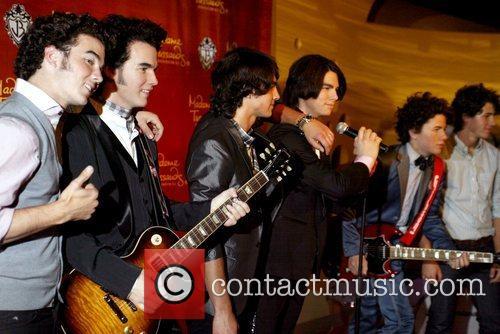 Kevin Jonas, Joe Jonas and Nick Jonas 4