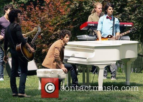 Kevin Jonas, Nick Jonas and Joe Jonas 5
