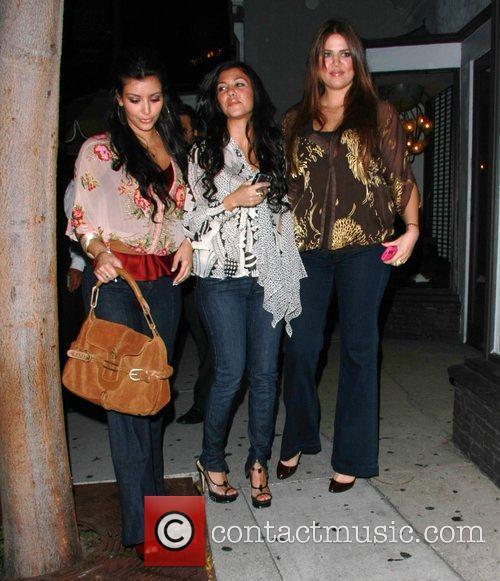 Kim Kardashian, Kourtney Kardashian and Khloe Kardashian 4