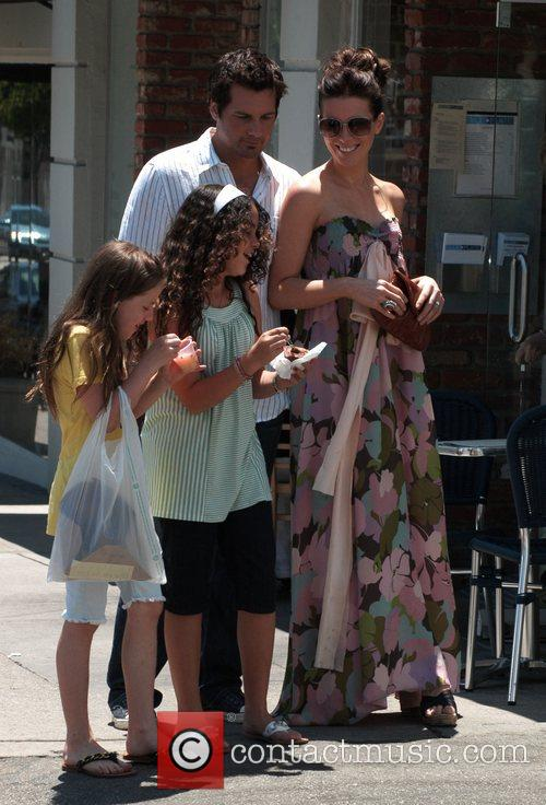 Kate Beckinsale and husband Len Wiseman tasting daughter...