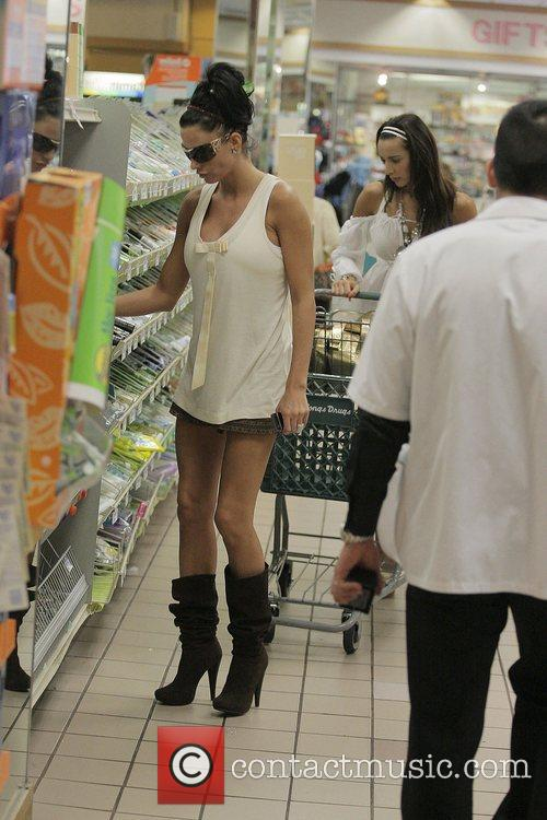 katie price (aka jordan) picks up supplies at longs drugstore at the beverly connection in west hollywood 5175460