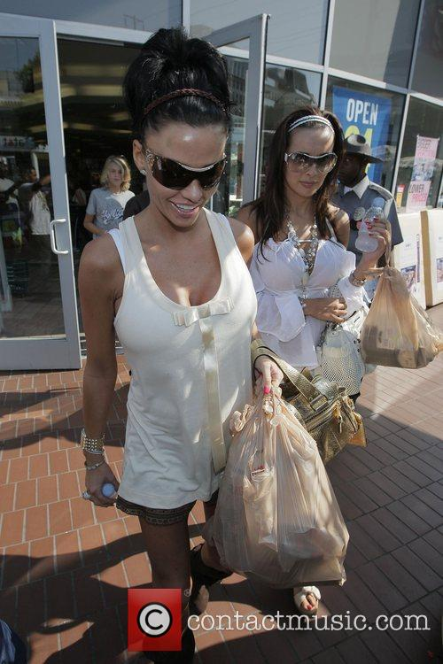 katie price (aka jordan) picks up supplies at longs drugstore at the beverly connection in west hollywood 5175468