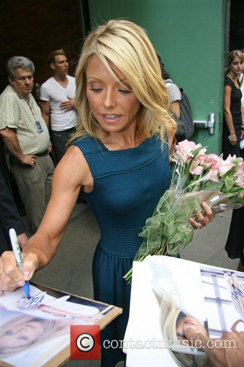 Kelly Ripa 6
