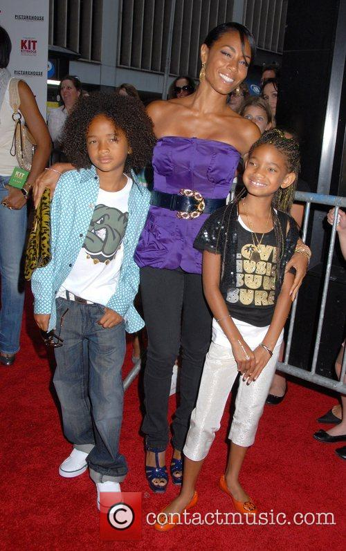 Jada Pinkett-smith, Her Children Jaden Smith and Willow Smith 6