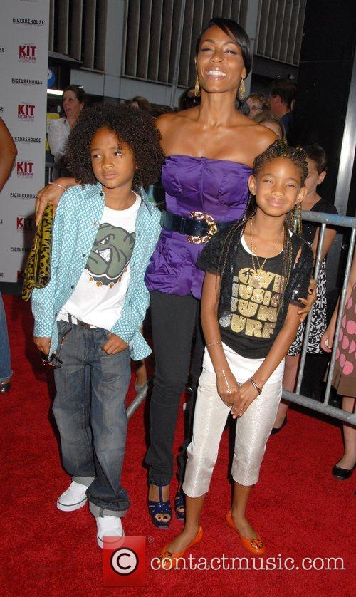 Jada Pinkett-smith, Her Children Jaden Smith and Willow Smith 8