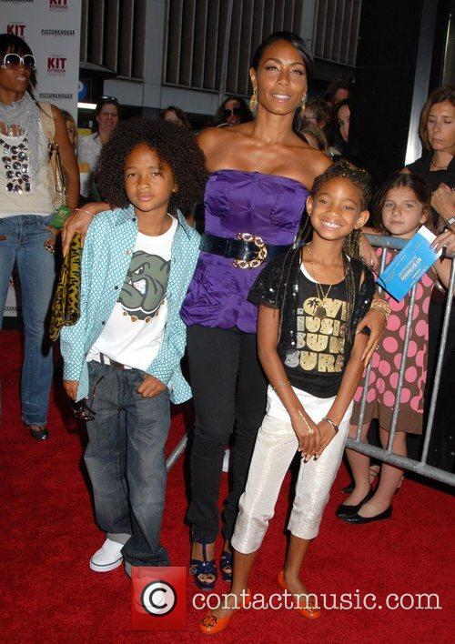 Jada Pinkett-smith, Her Children Jaden Smith and Willow Smith 4