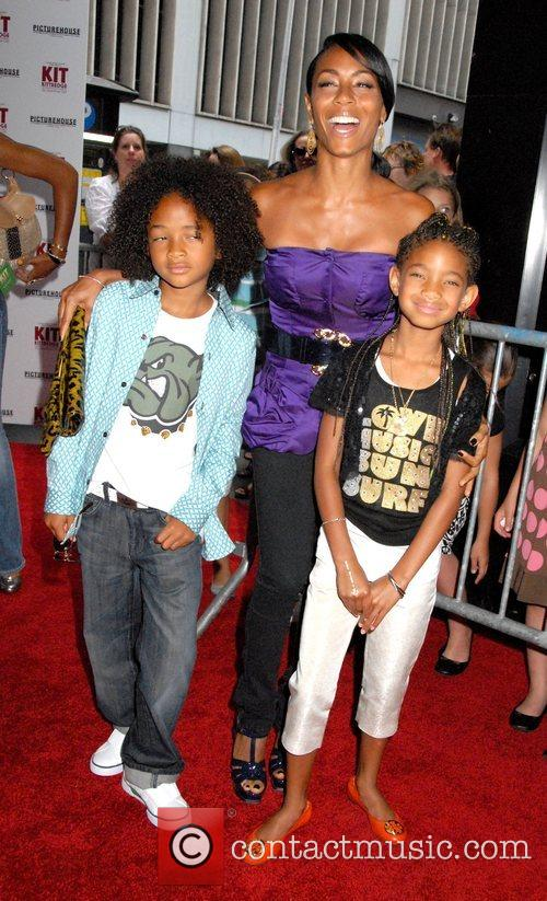 Jada Pinkett-smith, Her Children Jaden Smith and Willow Smith 9