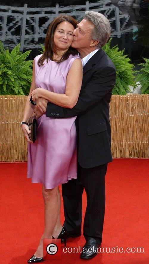 Dustin Hoffman and Wife Lisa Gottsegen 7