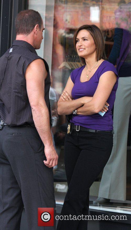 Christopher Meloni and Mariska Hargitay filming an episode...