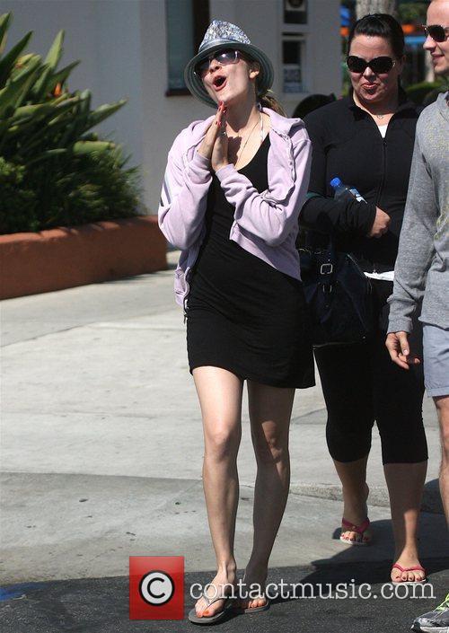LeAnn Rimes Out shopping with friends Malibu, California