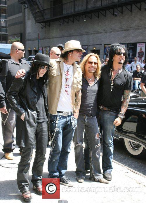 Mick Mars, David Letterman, Motley Crue, Nikki Sixx, Tommy Lee and Vince Neil 1