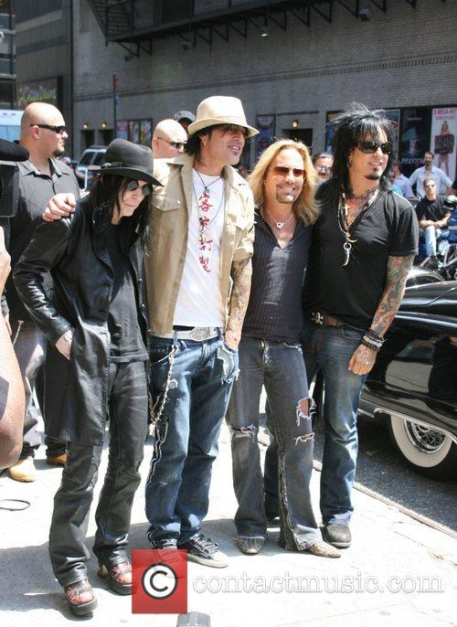 Mick Mars, David Letterman, Motley Crue, Nikki Sixx, Tommy Lee and Vince Neil 3