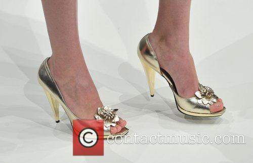 Model London Fashion Week - Ashley Isham Sping/Summer...