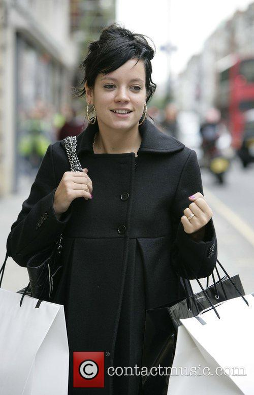 Lily Allen has her hands full carrying large...