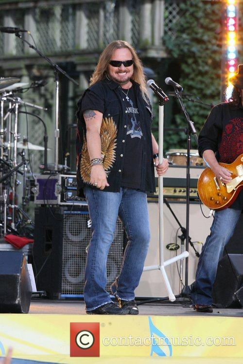 Lynyrd Skynrd with Kid Rock perform live for...