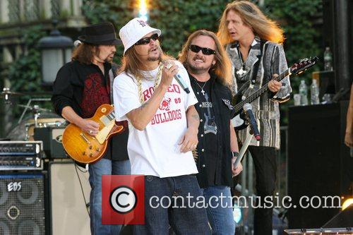 Kid Rock and Johnny Van Zant 8
