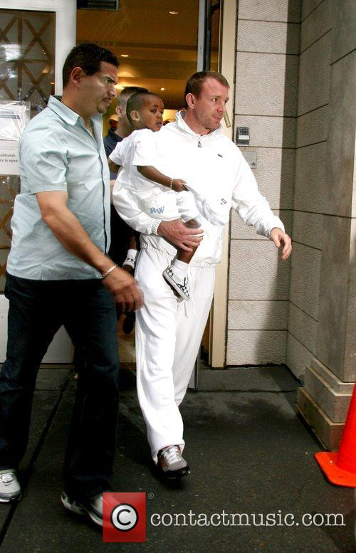 Guy Ritchie leaving the Kabbalah centre with son...