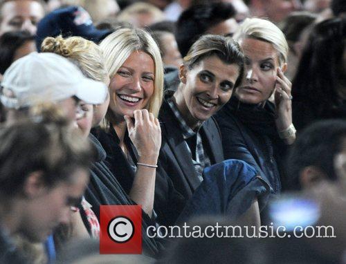 Kate Hudson and Gwyneth Paltrow 6