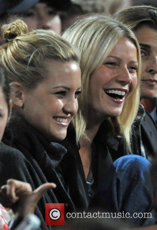 Kate Hudson and Gwyneth Paltrow 11