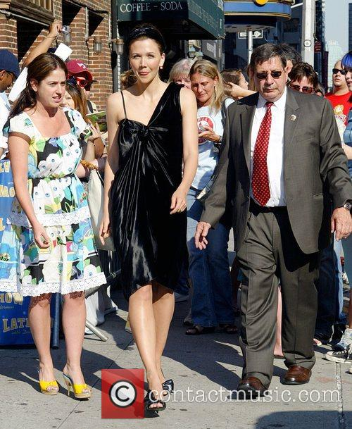 Maggie Gyllenhaal and David Letterman 18