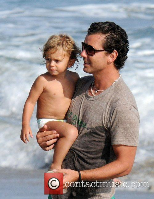 Gavin Rossdale and Son Kingston Rossdale On Malibu Beach 5