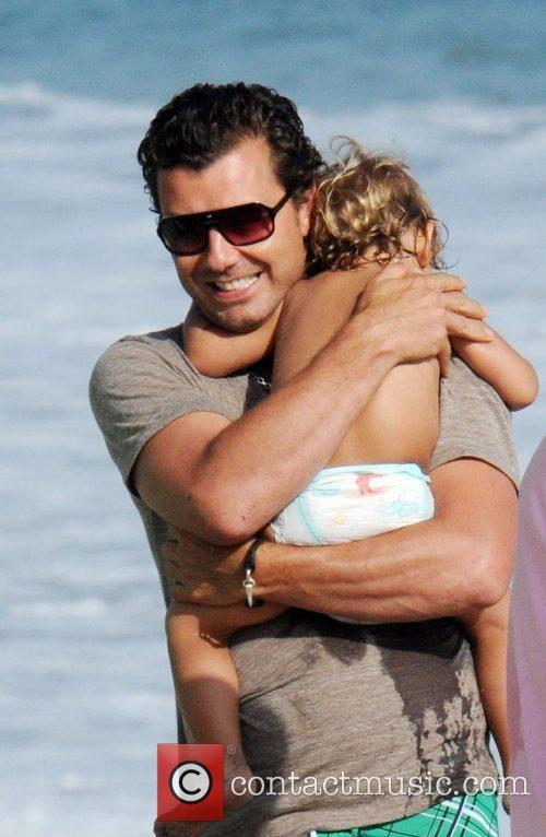 Gavin Rossdale and son Kingston Rossdale on Malibu beach 12