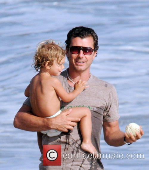 Gavin Rossdale and son Kingston Rossdale on Malibu beach 14