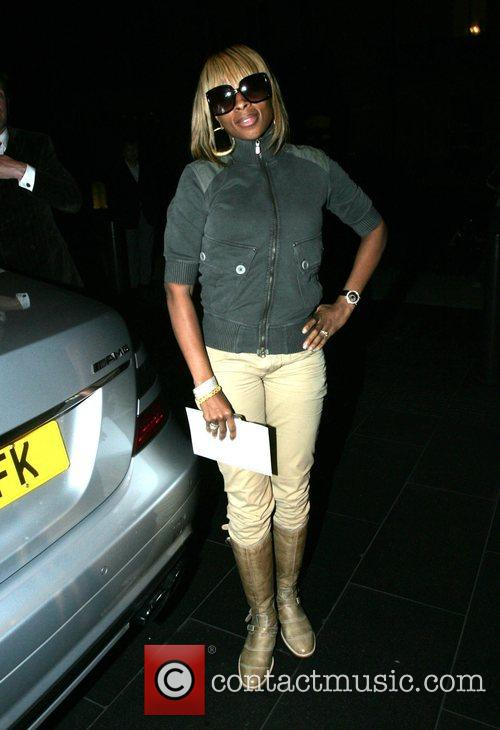 Mary J Blige arriving at her hotel