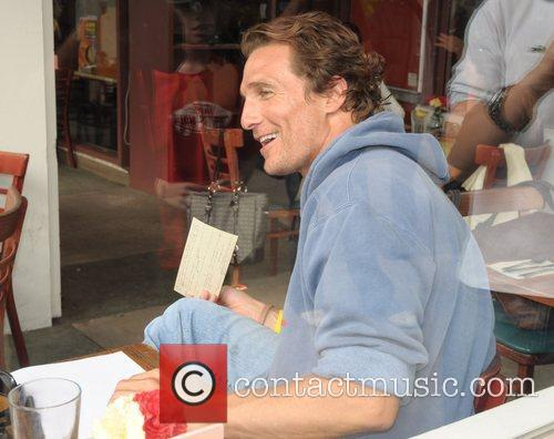 Matthew McConaughey at the Newsroom Cafe having lunch...