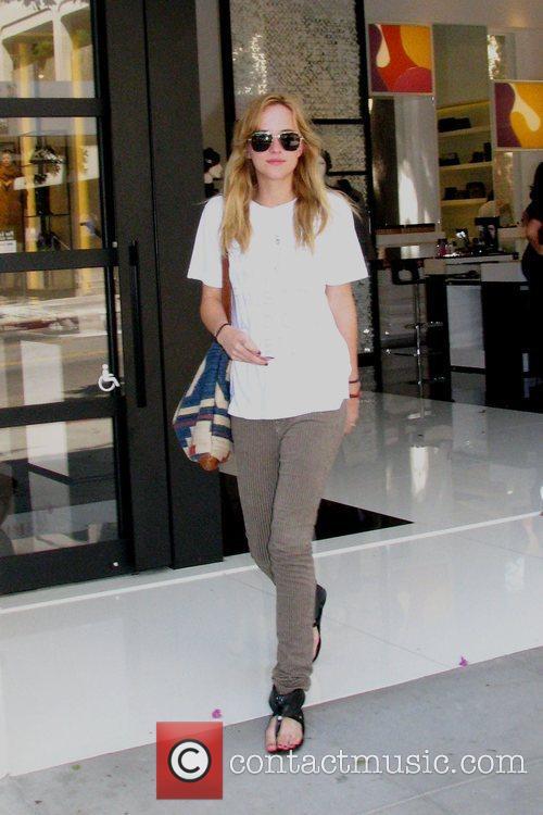 Dakota Mayi Johnson goes shopping with her mother...