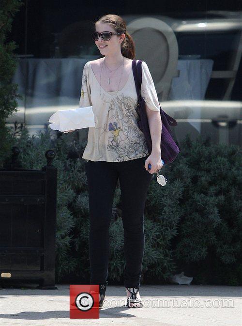 'Gossip Girl' star Michelle Trachtenberg has lunch at...