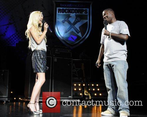 Heidi Montag and Tracy Morgan Performing At The Boost Mobile Rock Corps At The Gibson Amphitheatre In Universal City 6