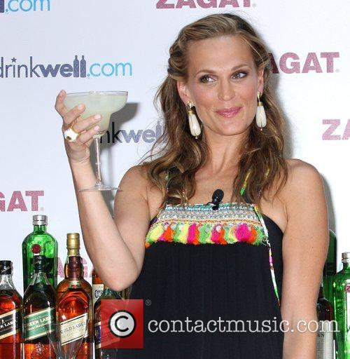 Molly Sims unveils the 2008 idrinkwell.com National Survey...