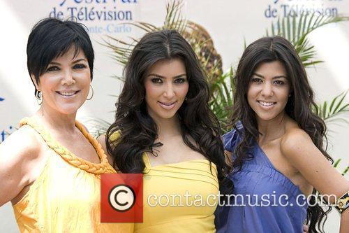 Kim Kardashian, Kourtney Kardashian and Kris Kardashian 4