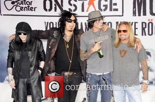 Motley Crue, Tommy Lee and Vince Neil 7