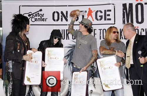 Motley Crue, Tommy Lee and Vince Neil 3
