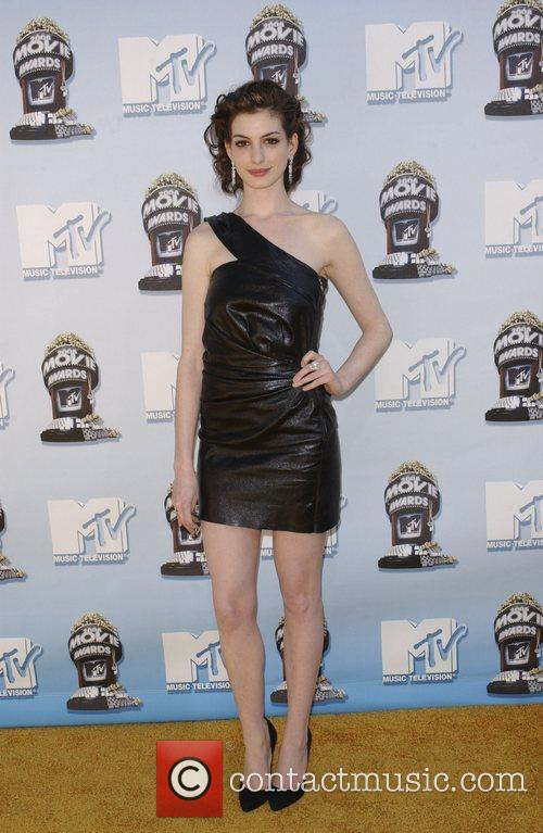 Anne Hathaway and Mtv 7