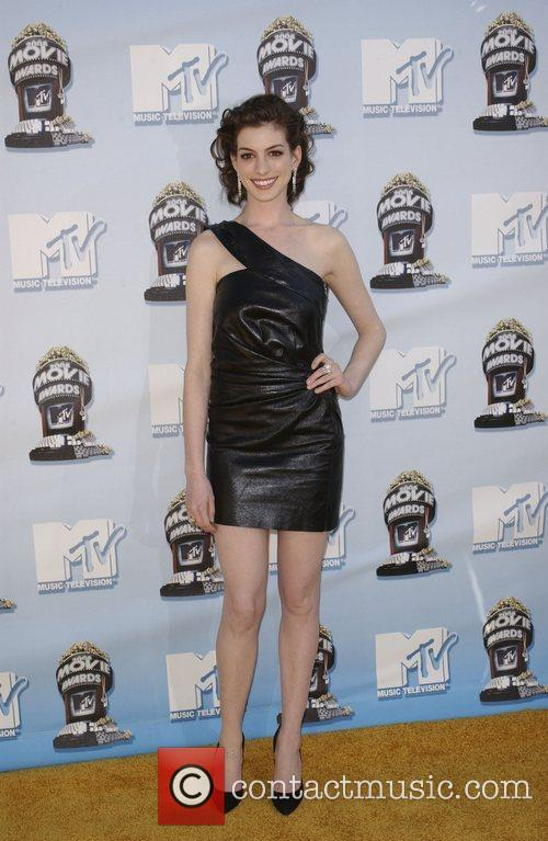 Anne Hathaway and Mtv 6