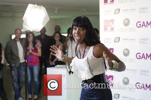 Kelly Rowland MTV hosts a party for Xbox...