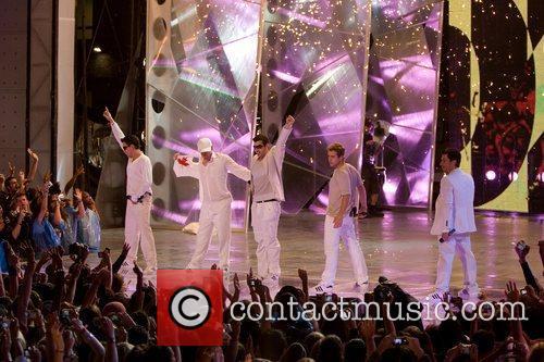 Jordan Knight, Donnie Wahlberg, Jonathan Knight, Joey McIntyre,...