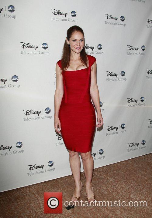 Amy Brenneman 7